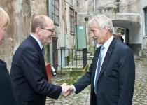 Õnnitleb Jüri Võigemast Eesti Linnade Liidust