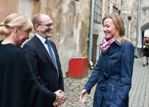Õnnitleb Liina Kümnik Rootsi saatkonnast Tallinnas