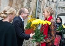 Õnnitleb Ursula Roosma Briti Nõukogu Eesti esindusest