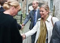 Õnnitleb Anna Hamrell Rootsi saatkonnast Eestis