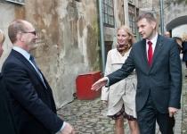 Õnnitlevad sotsiaalminister Hanno Pehvkur ja Helin Pehvkur Eesti Seksuaaltervise Liidust