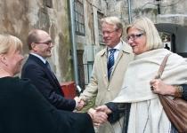 Õnnitleb Põhjamaade Ministrite Nõukogu Eesti esinduse endine direktor Kalli Klement kaaslasega