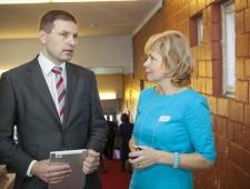 Hanno Pevkur, EV siseminister ja Merle Kuusk, PMNi inimkaubanduse vastase projekti juht