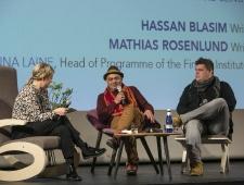 Vasakult: Anna Laine, Soome Instituudi programmijuht ning kirjanikud Hassan Blasim ja Mathias Rosenlund