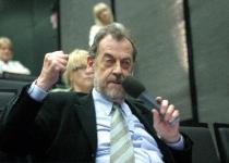 Prof Roger Wallis esitab väljakutse Emanuel Karlstenile