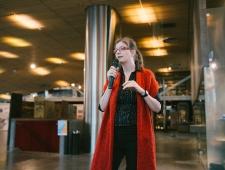 """Avasõnad ütleb näituse """"Eesti naisliikumise juubeliaasta: Marie Reisik 130"""" kuraator Evelin Tamm"""