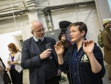 Norra suursaadik Dagfinn Sørli ja näitusel osalev kunstnik Sarah Gerats (Norra)