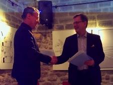 Narva linnapea Tarmo Tammiste ja Põhjamaade Ministrite Nõukogu Eesti esinduse direktor Christer Haglund sõlmisid koostöökokkuleppe.