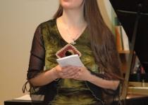 Olga Kudajeva loeb ette luuletust Hervarar saagast