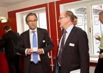 Johan Vetlesen, Nafta- ja energiaministeerium (Norra, vasakul) ja Berth Sundström, Põhjamaade Ministrite Nõukogu Eesti esinduse direktor