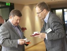 Madis Kanarbik, Põhjamaade Ministrite Nõukogu Eesti esinduse Tartu büroo juhataja (vasakul) ja Jukka Teräs Norderegiost