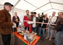 Aare Baumer Energia Avastuskeskusest trikitab elektriga