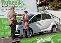 Ajakirjanik Kadri Valner katsetas elektriautot