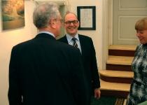 Berth Sundström, PMNi Eesti esinduse uus direktor tervitab koos abikaasaga külalisi