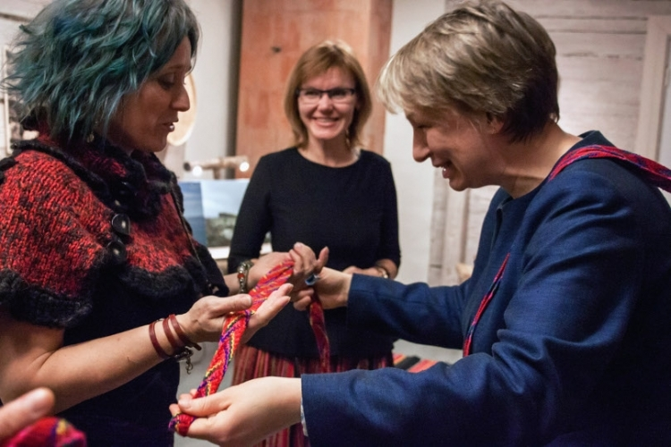 Rakel Helmsdal receiving a piece of authentic Kihnu handicraft as a gift.